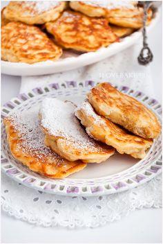 Placuszki serowe z jabłkami - I Love Bake Real Food Recipes, Vegetarian Recipes, Cooking Recipes, Breakfast Recipes, Dessert Recipes, Good Food, Yummy Food, Healthy Sweets, Food Inspiration