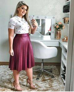Pin by Roseane Costa on moda in 2019 Modest Wear, Modest Dresses, Modest Outfits, Skirt Outfits, Chic Outfits, Fashion Outfits, Fashion Ideas, Curvy Girl Outfits, Plus Size Outfits