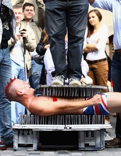 Jeff J Mitchell / Getty Images A Street entertainer lays down on a bed of nails during a performance on the Royal Mile to promote their shows during in the Edinburgh Fringe Festival on August 2011 in Edinburgh, Scotland. Bed Of Nails, Edinburgh Fringe Festival, Street Performance, Living On The Edge, Lightning Strikes, Art Festival, Videos Funny, Funny Pictures, Entertaining