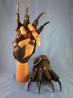 Black Dragon Scale Leather Claw Gauntlets / by Medievalfashion