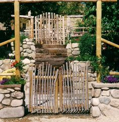 Image from http://timberbuttehomestead.com/wp-content/uploads/2010/03/Eagle-gates-.jpg.