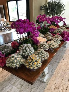 Mesa de doces do casamento de Marina Ruy Barbosa e Xande Negrão (Foto: Glamour) Cake Table, Dessert Table, Table Arrangements, Flower Arrangements, Rustic Chic, Dream Wedding, Wedding Things, Wedding Planner, Floral Wreath