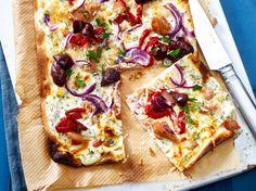 Unser beliebtes Rezept für Thunfisch-Flammkuchen und mehr als 55.000 weitere kostenlose Rezepte auf LECKER.de.