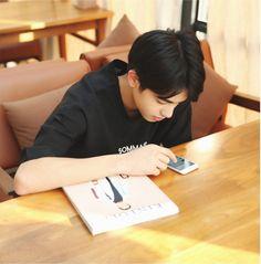Tống Uy Long - Song Wei Long - 宋威龙 Song Wei Long, Boy Photography Poses, Boy Models, Cute Korean, Ulzzang Boy, Young Boys, Asian Boys, Boyfriend Material, Hot Boys