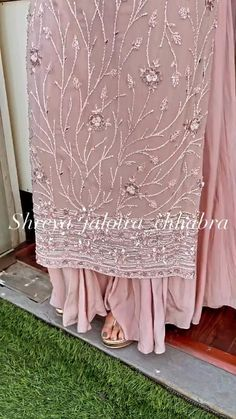 Pakistani Fashion Party Wear, Indian Fashion Dresses, Indian Outfits, Handmade Embroidery Designs, Embroidery Suits Design, New Designer Dresses, Indian Designer Outfits, Toe Ring Designs, Bridal Lehenga Online