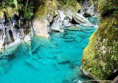 """Décor du film """"Le seigneur des anneaux"""", la Nouvelle-Zélande présente un décor naturel préservé exceptionnel, d'une pureté extrême, qui nous offre des couleurs que l'on ne voit pas ailleurs"""