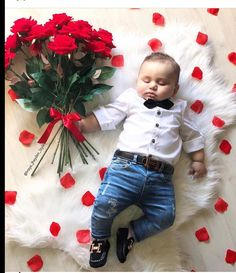 Valentine's Day picture ideas Valentinstag Bilder Baby Shooting, Monthly Baby Photos, Baby Boy Pictures, Baby Boy Pics, Baby Boy Photo Shoot, 6 Month Baby Picture Ideas Boy, Valentines Day Pictures, First Valentines Day Baby, Holiday Pictures
