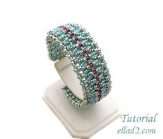 Beading Tutorial for O-La Bracelet is very detailed, step by step, with clear beading instructions and with photos of each step.