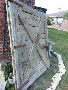 AWESOME BARN DOOR!! SO many possibilities!!  https://www.dumpster-diva-mimi.blogspot.com