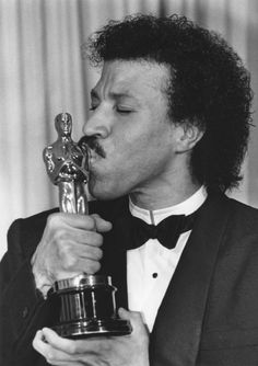 Lionel Richie Dancing On the Ceiling . Lionel Richie Dancing On the Ceiling . Dancing On the Ceiling Oh What A Feeling This Crested Academy Award Winners, Oscar Winners, Academy Awards, Lionel Richie, Actor Studio, Soul Music, Motown, Hollywood Stars, Famous Faces