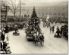 Arrival in Toyland, Eaton's Santa Claus Parade, Toronto, 1930 Old Time Christmas, Ghost Of Christmas Past, Old Fashioned Christmas, Christmas Scenes, Christmas Holidays, Vintage Christmas Photos, Antique Christmas, Retro Christmas, Vintage Holiday