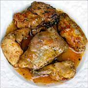 POLLO CON HIERBAS PROVENZALES  Ingredientes  1 kg de pollo troceado 4 cucharaditas de pimentón dulce 1/2 taza de hierbas provenzales 1 vaso de vino blanco 2 cucharadas de aceite de oliva Sal