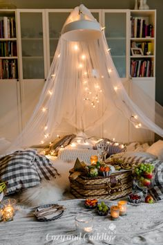 Tipps für ein kuscheliges Indoor-Picknick und Blitz- Rezepte Indoor Picnic Date, Camping Date, Picnic Style, App Design Inspiration, Breakfast In Bed, Hanging Chair, Modern Decor, Beautiful Homes, Home And Family