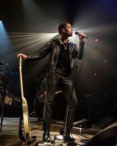 Arctic Monkeys leadzanger dating