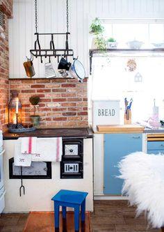 9 x tunnelmallinen puuhella | Meillä kotona Ready Made Kitchen Cabinets, Zebra Curtains, Double Bed Linen, Bookcase Wall, Kids Room Wallpaper, Bed Linen Sets, Best Mattress, Living Room Sets, Table And Chairs
