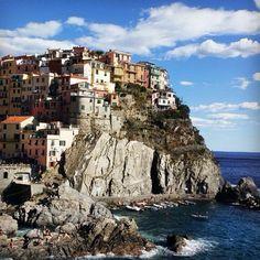 Cliffs at Manarola, Cinque Terre. Photo courtesy of  marijikamunoz on Instagram.
