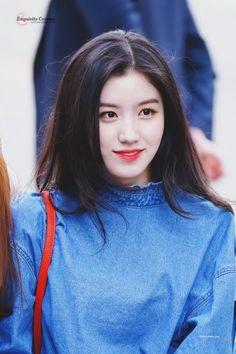 Pristin   Xiyeon   Park Siyeon/Park Junghyeon 박 시연/박 정현   November 14th, 2000   163 cm