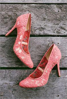 coral wedding shoes @weddingchicks