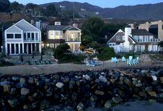 """Grace and Frankie"" Beach House on Netflix | hookedonhouses.net"