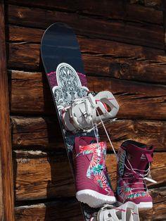 Two gorgeous winter hardgoods for the girls from @romesnowboards & Thirtytwo #bluetomato #winterison #snowbording