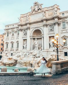 If you want to take a photo without crowds at di Trevi you have to wake up early. How To Wake Up Early, How To Take Photos, Us Travel, I Can, Blessed, Around The Worlds, Feelings, My Love, City
