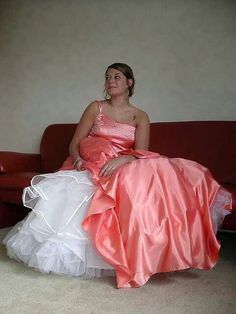 Prom dress and petticoat? Satin Dresses, Prom Dresses, Formal Dresses, Wedding Dresses, Dress Sites, Sundresses Women, Vintage Prom, Fabulous Dresses, Bridal Gowns