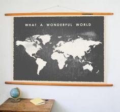 Nostalgie aan de muur. Leuke vintage stijl wereldkaart poster met tekst.