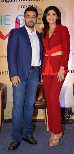 Shilpa Shetty with husband Raj Kundra : Photos: Amitabh Bachchan, other celebs at Shilpa Shetty's book launch