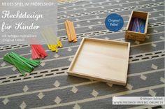 Weben mit farbigen Holzspänen: Du kannst die Streifen/Späne auch einfach mit den Kindern übereinanderlegen. Hier siehst du einen passenden Rahmen aus Holz dazu. Los geht's!