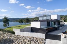 F5 - Najlepsze domy w Polsce: RE: Lakeside house, czyli dom nad jeziorem od REFORM Architekt Home Fashion, Home Goods, Mansions, House Styles, Awesome House, Home Decor, Luxury Houses, Interior Design, Home Interior Design