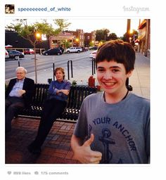 Sixteen-year-old Tom White appears to have taken a rather tremendous selfie featuring two of the most wealthy men in the world chilling on a bench. Sir Paul McCartney And Warren Buffett Caught In Bench Selfie Warren Buffett, Albert Wesker, Nebraska, Abbey Road, Ellen Degeneres, Dundee, Resident Evil, Kim Kardashian, Snap Selfie