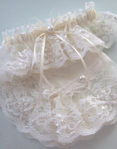 Cream coloured wedding garter with pearls White Wedding Garter, White Wedding Shoes, Ivory Wedding, Wedding Bride, Dream Wedding, Wedding Garters, Lace Garter, Garter Set, Wedding Night Lingerie