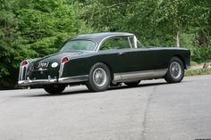 Facel Vega is one of the luxury cars of its time, which is an upgraded version of the Facel Vega FVS. Freight Forwarder, Freight Truck, Vegas, Automobile, Matra, Overseas Travel, Construction, Luxury Cars, Photo Galleries