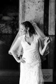 elegante Lace Wedding, Wedding Dresses, Wedding Photography, Poses, Weddings, Fashion, Elegant, Bride Dresses, Figure Poses