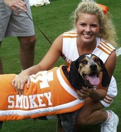Smokey VIII carrying on UT tradition of 50 years Tennessee Volunteers Football, Tennessee Football, Tennessee Mascot, Vol Nation, Moving To Tennessee, Tn Vols, Remember The Titans, Kobe Bryant Pictures, Eric Decker