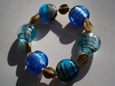 Armband blau, petrol und grau in lampwork an gold von kunstpause auf DaWanda.com