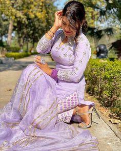 Punjabi dress Latest Dress Design, Punjabi Suits Designer Boutique, Patiala Suit Designs, Embroidery Suits Punjabi, Stylish Photo Pose, Punjabi Dress, Punjabi Girls, Indian Photoshoot, Patiala Salwar