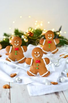 Bake gingerbread males yourself Gingerbread Man, Gingerbread Cookies, Christmas Cookies, Noel Fielding, Delicious Cake Recipes, Yummy Cakes, Baking Recipes, Cookie Recipes, Diy Gifts For Kids