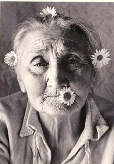 I love old women!theres a sense of peace and wisdom that they have. Moxie Fruit celebrates the beauty of ALL women. Potnia Theron, Art Magique, Old Faces, Foto Art, People Of The World, Interesting Faces, White Photography, Photography Flowers, Portrait Photography
