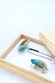 つまみ細工「小波 (Wave)」 This is a Japanese traditional crafts that use the silk, is a…