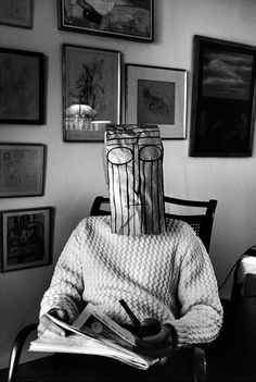 As máscaras de Saul Steinberg. If memory serves, the photograph was taken by Inge Morath?