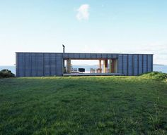 The idyllic spot of Coromandel, New Zealand, is home to this equally peaceful, restful box style house overlooking the ocean. The simplistic house plan for this coastal cottage by Crosson...