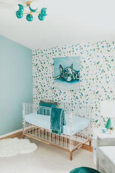 Mid Century modern teal nursery with a colorful flush mount ceiling light, faux terrazzo walls, and an acrylic crib. Nursery Design, Nursery Decor, Nursery Ideas, Teal Nursery, Blush Nursery, Nursery Works, Nursery Modern, Nursery Inspiration, Interior Design Services