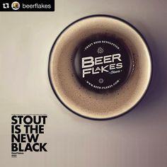 Pausa pra prestigiar o bom trabalho do meu amigo @beerflakes!  ___ Deem uma conferida na proposta e garanto que se apaixonarão!  Mais uma vez parabéns meus amigos!  ___ #Repost @beerflakes with @repostapp  Tema BeerFlakes 002 Stout is the new Black  #stoutisthenewblack. Já disponível no site.  #beerflakes #hops #lupulo #hofen #cerveja #clube #cerveja #cervejeiro #birra #design #beersnob #beergeeks #beerlovers #craftbeer #craftbeerporn #craftgeeks #lupulento #mariacevada #horadogole #craft…