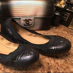 TORY BURCH flats Gorgeous sparkling navy blue python print Tory burch flats. Size 7.5 just stunning shoes. New condition in box. Bundle to save even more! OFFER BUTTON✅ feel free to make a reasonable offer. No trades❌no pp Tory Burch Shoes Flats & Loafers