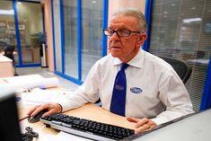 Personas mayores de Estados Unidos trabajan y redefinen años dorados