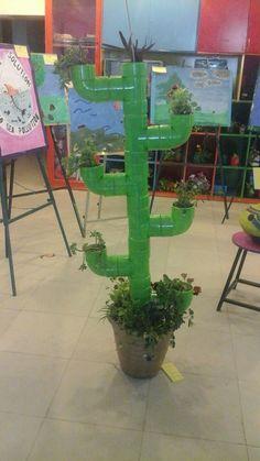 cactus with pvc pipes Cactus Art, Cactus Flower, Flower Pots, Classroom Design, Classroom Decor, Catus Plants, Cactus Christmas Trees, Preschool Set Up, Pvc Projects