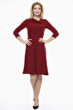 Rochie tricot cu guler godat cu pliuri pe un umar si trei pliuri asimetrice din talie.
