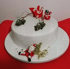 Bolo de nozes com ganache de chocolate amargo. Papai Noel guloso. #natal #tomazcake #boloconfeitado #cakedesign #bolodecorado