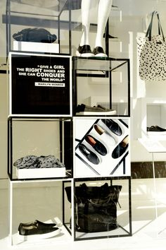 Simple yet modern retail display using white & black cubes. Achieve the same look as this retail display with Abstracta Modular Displays 13mm system. visit www.abstracta.com to learn more.